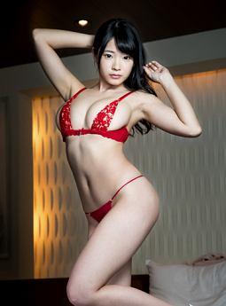 朝倉恵梨奈さんのインナー姿